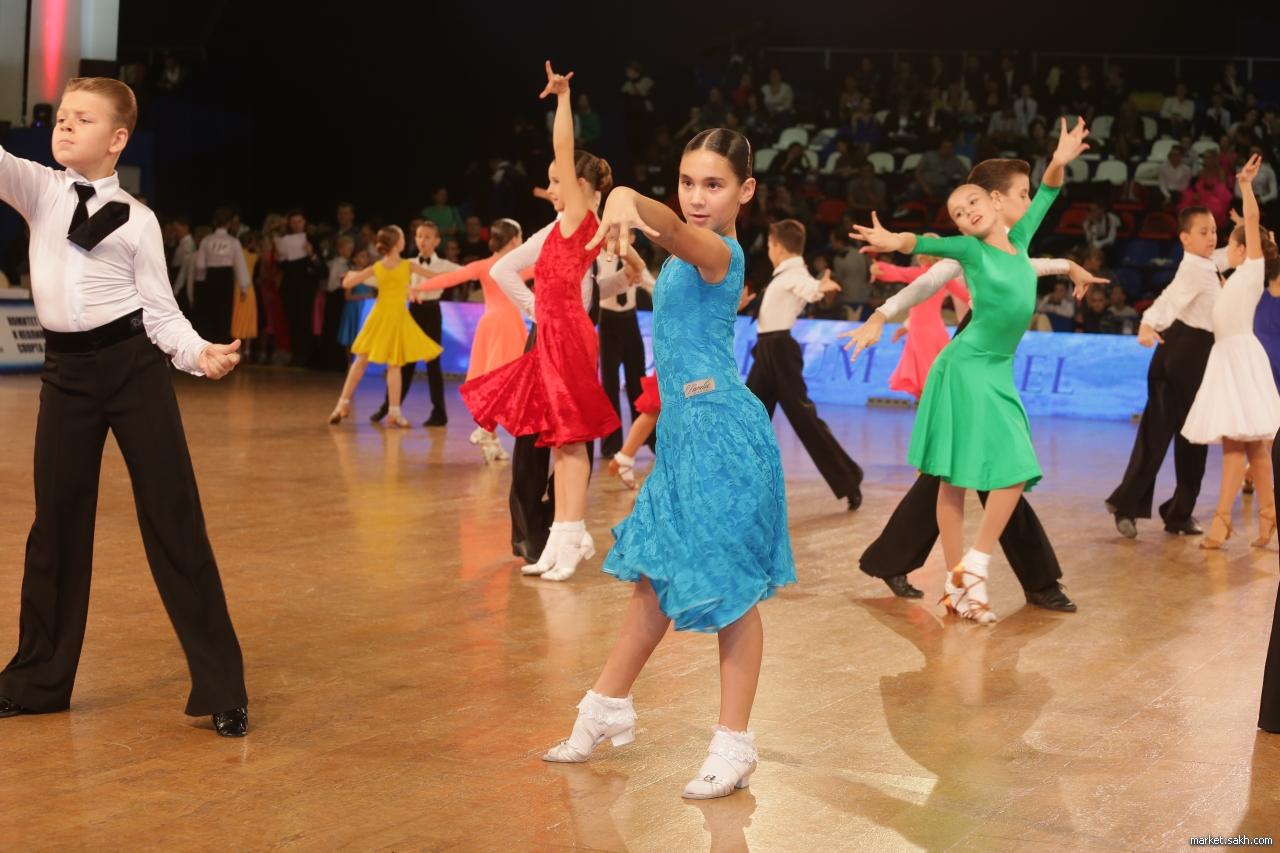 Как бальные танцы помогают девочкам